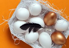 Huevos de Pascua en la jerarqu?a imagenes de archivo
