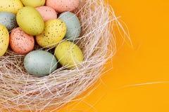 Huevos de Pascua en paja Foto de archivo libre de regalías