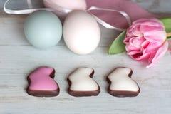 Huevos de Pascua en pastel Imágenes de archivo libres de regalías