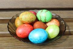Huevos de Pascua en placa Foto de archivo