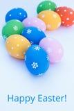 Huevos de Pascua en un fondo blanco Fotos de archivo