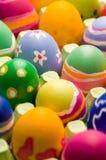 Huevos de Pascua en un rectángulo grande Foto de archivo libre de regalías