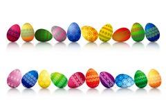 Huevos de Pascua en una fila Imagen de archivo