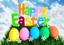 Huevos de Pascua felices en fila fotos de archivo libres de regalías