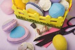 Huevos de Pascua hechos del fieltro Foto de archivo libre de regalías