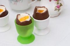 Huevos de Pascua hechos en casa del chocolate Fotografía de archivo