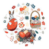 Huevos de Pascua hermosos en una cesta y en la jerarquía con el conejito de pascua con las diversas flores en la forma del círcul Imágenes de archivo libres de regalías