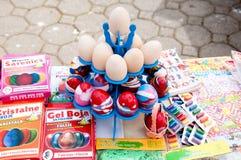 Huevos de Pascua de madera claros para pintar Imagenes de archivo