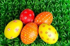 Huevos de Pascua multicolores imagen de archivo libre de regalías