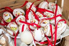Huevos de Pascua pintados coloridos Fotos de archivo libres de regalías