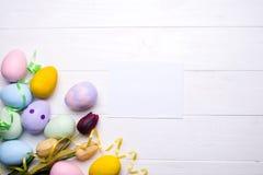 Huevos de Pascua pintados en colores Imagen de archivo libre de regalías