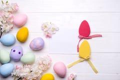 Huevos de Pascua pintados en colores Fotografía de archivo