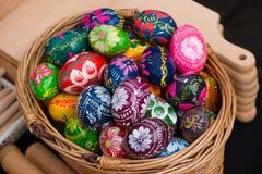 Huevos de Pascua pintados para la venta en el mercado del arte imagen de archivo libre de regalías