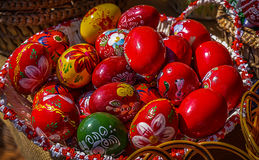 Huevos de Pascua pintados tradicionales Fotos de archivo libres de regalías