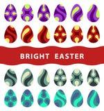 Huevos de Pascua planos en el fondo blanco Fotos de archivo