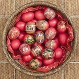 Huevos de Pascua rojos Imágenes de archivo libres de regalías