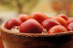 Huevos de Pascua rojos y anaranjados Fotografía de archivo libre de regalías