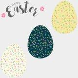 Huevos de Pascua, sistema de los huevos de Pascua con el estampado de flores Fotos de archivo