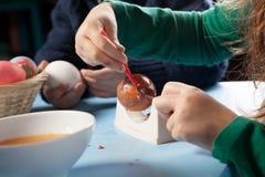 Huevos de Pascua tradicionales de pintura fotos de archivo libres de regalías