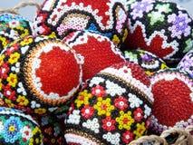 Huevos de Pascua tradicionales del rumano pintados a mano de Bucovina Fotos de archivo