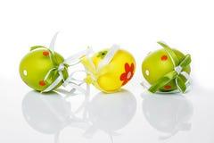 Huevos de Pascua verdes y amarillos Foto de archivo