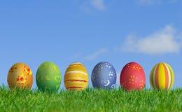 Huevos de Pascua y campo de hierba Imagen de archivo libre de regalías