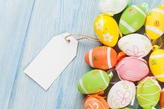 Huevos de Pascua y etiqueta en blanco Imagen de archivo libre de regalías