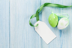 Huevos de Pascua y etiqueta en blanco de la etiqueta Foto de archivo libre de regalías