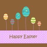 Huevos decorativos de Pascua que brillan intensamente como árbol Imagen de archivo