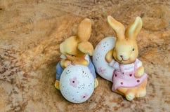 Huevos del conejito de pascua fotos de archivo libres de regalías