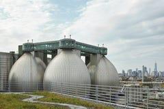 Huevos del digestor de Newtown Creek Wastewater Treatment Plant Imagenes de archivo