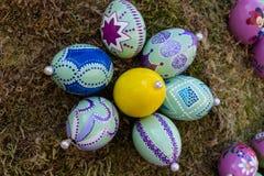 huevos del este 2 pintados a mano fotografía de archivo libre de regalías