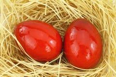 Huevos del este rojos Foto de archivo libre de regalías