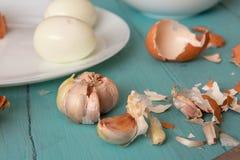 Huevos del pollo en la tabla de madera fotos de archivo libres de regalías