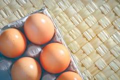 Huevos del pollo en la tabla Desayuno de la mañana Fotografía de archivo