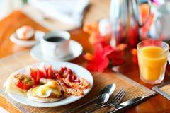 Huevos deliciosos servidos para el desayuno Fotografía de archivo libre de regalías