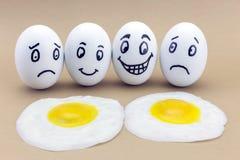Huevos emocionales divertidos que lloran y que ríen Fotografía de archivo