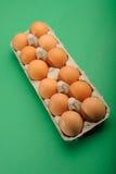 Huevos en bandeja Fotografía de archivo