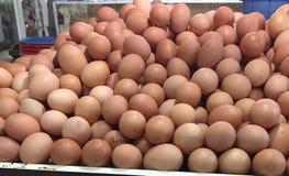 Huevos en el mercado Fotos de archivo libres de regalías