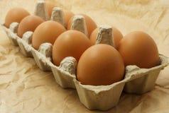 Huevos en el paquete en un papel marrón Foto de archivo