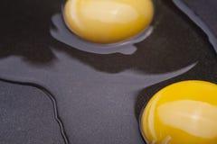 Huevos en el sartén Imágenes de archivo libres de regalías