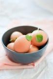 Huevos en el tazón de fuente Fotografía de archivo libre de regalías