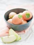 Huevos en el tazón de fuente Fotos de archivo