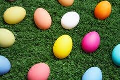 Huevos en hierba Fotografía de archivo libre de regalías