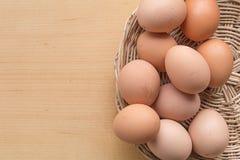 Huevos en la cesta Fotografía de archivo