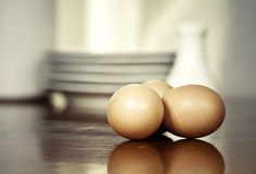 Huevos en la cocina imagen de archivo libre de regalías