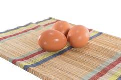 Huevos en la estera Imagen de archivo libre de regalías