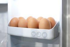 Huevos en refrigerador Foto de archivo
