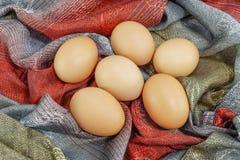 Huevos en tela Imagenes de archivo
