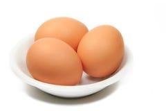 Huevos en un plato Imágenes de archivo libres de regalías